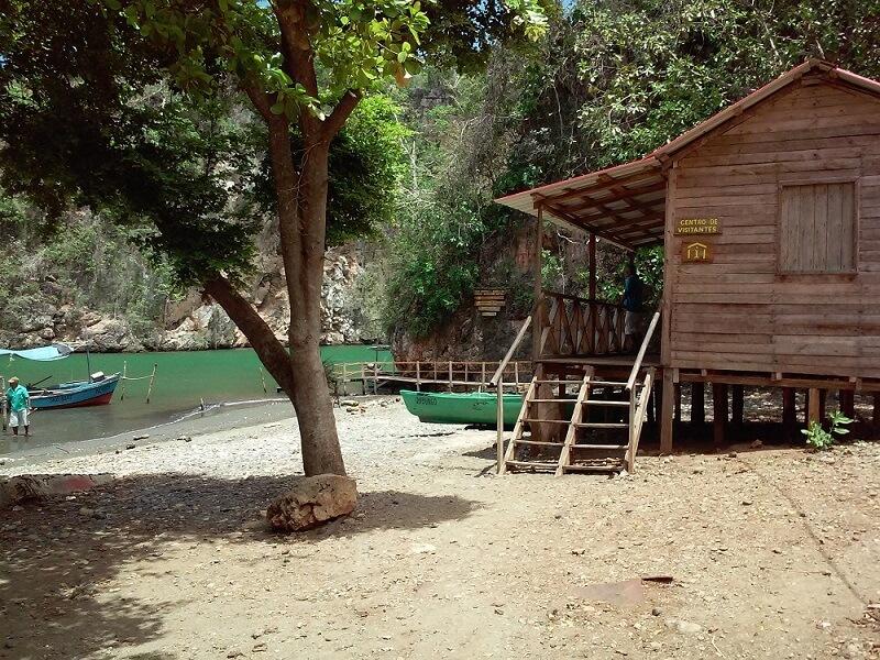 Cuba rondreis Het andere deel van Cuba Baracoa huisje en boot