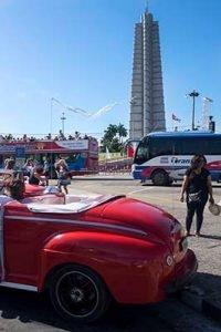Cuba bouwstenen Revolutie Plein+ rode oldtimer