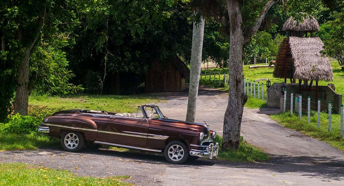 Cuba sitios de interes Viñales auto americano