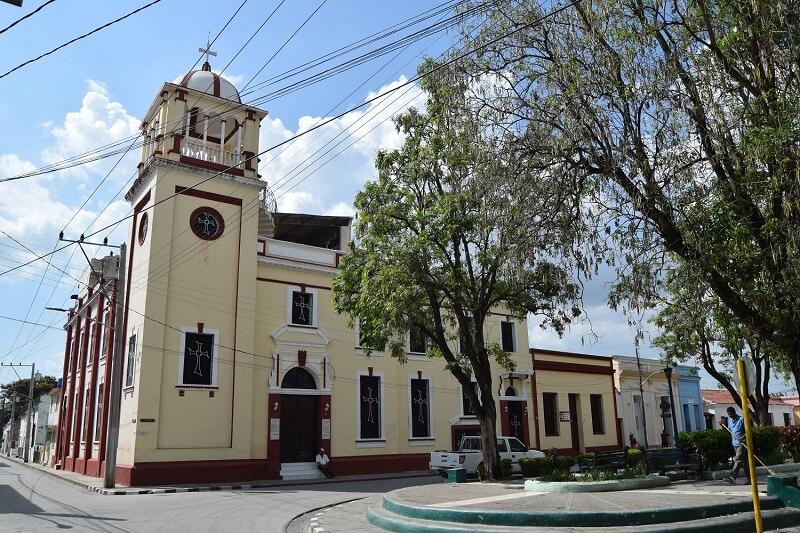 Cuba rondreis Het andere deel van Cuba Bayamo centrum met park