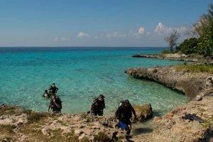 Cuba sitios de interés Playa Giron Buceo en la playa