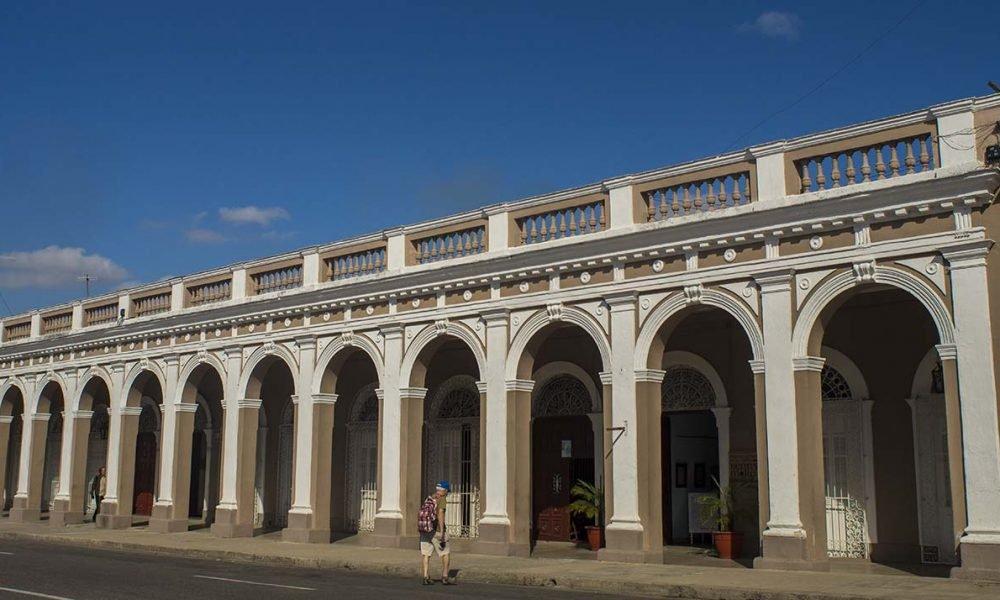 Cuba sitios de interes Cienfuegos edificio en Cienfuegos