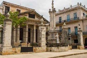 Viajar a Cuba con niños iglesia en La Habana Vieja