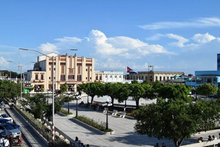 Cuba rondreis Het andere deel van Cuba Holguin centrum van de stad park