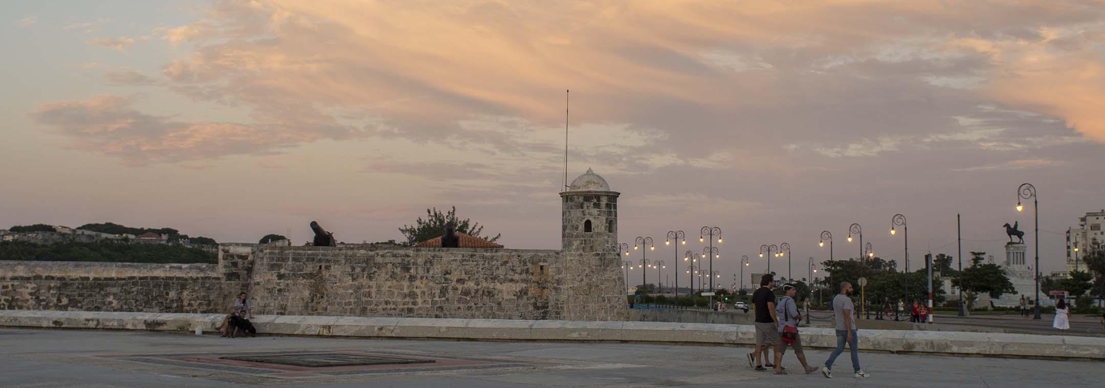 Reisgids Cuba Malecon zonsondergang