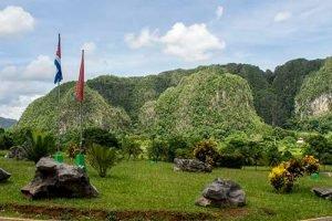 Viajar a Cuba con niños Viñales Mogotes