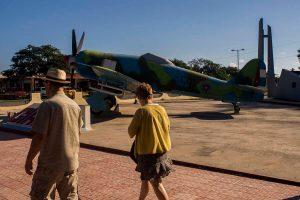Cuba sitios de interés en Playa Girón turistas en el museo