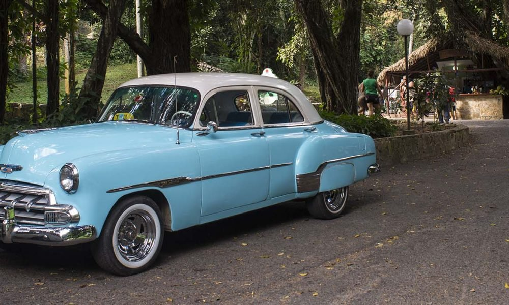 Cuba sites of interest Soroa - Las Terrazas blue oldtimer