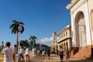 Cuba viajes circuito Habana y centro Trinidad centro del pueblo grupo