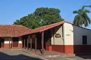 Cuba Viajes circuitosLa otra mitad de Cuba casa en Bayamo