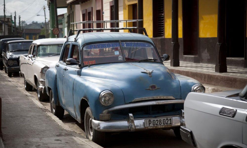 Cuba bezienswaardigheden Santiago de Cuba oldtimers op straat