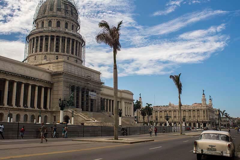 Cuba fotografie rondreis Capitool en oldtimer