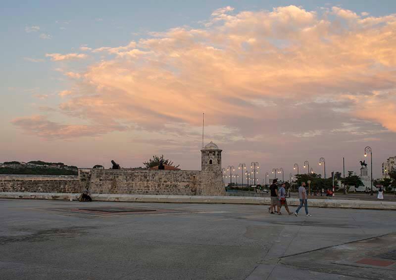 Recorrido de fotografia en Cuba puesta del sol en el Malecon