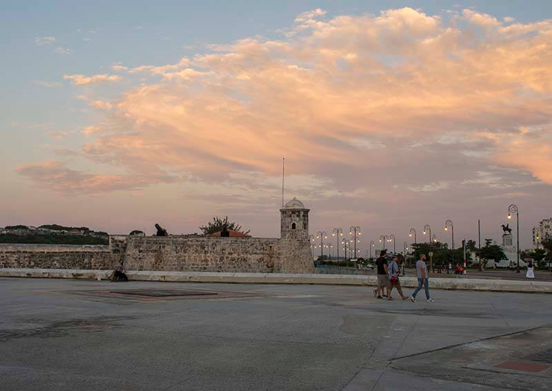 Cuba vakantie vrouwen Malecon