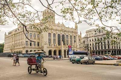 Circuito de salsa en Cuba museo de La Revolución