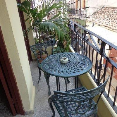 Recorrido de fotografia en Cuba casa particular balcon