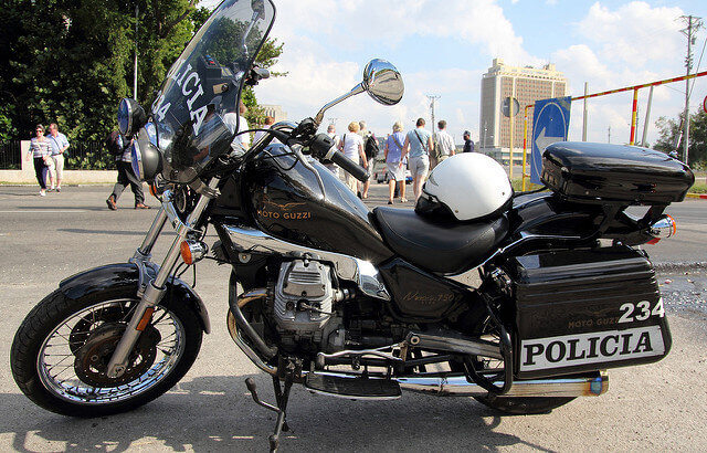 Cuba país seguro moto de policia
