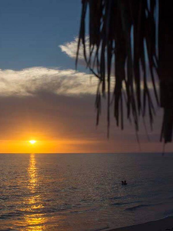 Cuba bouwstenen mooi zonsondergang in Playa Giron
