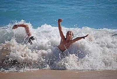 cuba met kinderen strand
